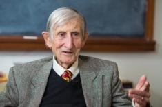 'Eggs' for alien Earths? At 94, physicist Freeman Dyson's brain is still going strong