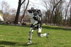 Boston Dynamics' Atlas robot learns to run and jump, while robot dog gets smarter