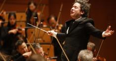 Review: L.A. Phil's Ives-Dvorák cycle seemed like a bad idea. Dudamel made it a revelation