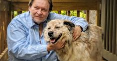 Mom, 13 cats, Bogart, a restless dog and no WiFi: Rick Bragg self-isolates in Alabama