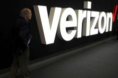 Verizon pulls 2020 revenue view as it loses wireless subscribers