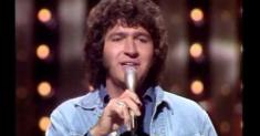 Mac Davis, hit songwriter for Elvis Presley and '70s solo star, dies at 78