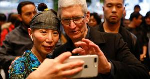 Apple shares drop 7% this week on fears China trade turmoil threatens iPhone growth plans