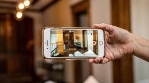 Want a free security camera? Look no further than your old phone     - CNET