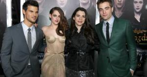 Like its vampires, 'Twilight' lives forever: Fans gush over new 'Midnight Sun' book