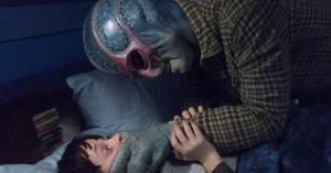 'Resident Alien' is an amusing trip to Spielberg country, where ETs live in our midst