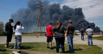 Deer Park in Texas Orders Residents to Shelter Indoors After Chemical Fire