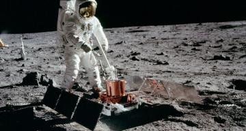 Apollo-era moonquakes reveal that the moon may be tectonically active