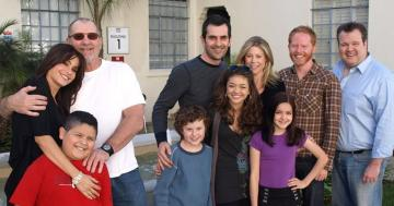 Aw! The Modern Family Cast Re-Create Their First Table Read Photo 10 Years Later