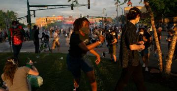 St. Paul police disperse looters as protests over George Floyd's death continue in Twin Cities