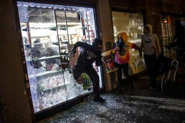 Luxury stores looted in overnight protests in NYC as de Blasio says there's 'limited protest activity'
