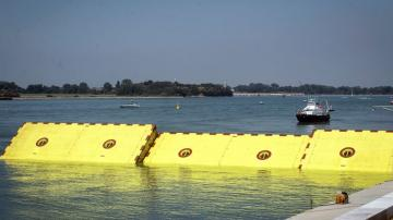 Flood-weary Venice puts 'Moses' inflatable barriers to test
