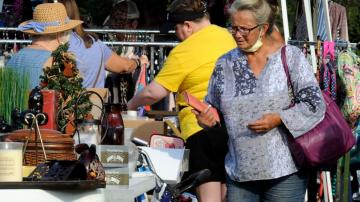 Virus resistant: World's Longest Yard Sale still lines roads