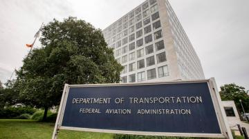 FAA employees who oversee airplane makers report pressure