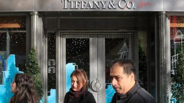Tiffany agrees to revised terms on LVMH takeover deal