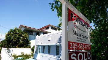 US mortgage rates stay at record low 2.72% for 30 years
