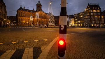 Dutch lawmakers back coronavirus curfew despite criticism