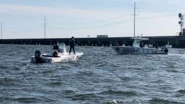 1 person dead, 4 rescued after boat slams into drawbridge