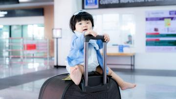 Those Car Seat Travel Carts Are Awesome, Apparently