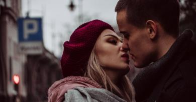 7 Types of Kisses and What They Reveal About How Your Partner Feels About You