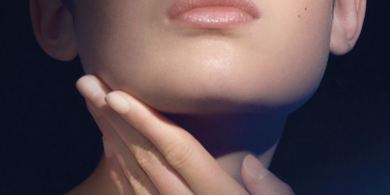 "La Mer Just Launched a New Moisturizer to Fight ""Tech Neck"""
