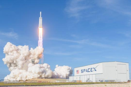 SpaceX wins $130 million Air Force launch contract, marking a first for Falcon Heavy