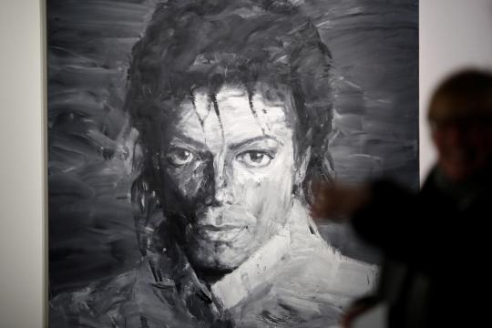 Michael Jackson fans look to beat it down to Paris art show