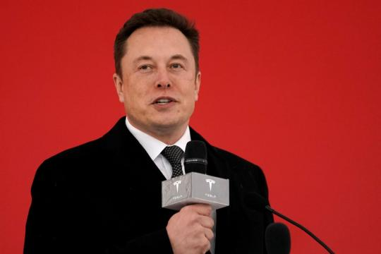 Elon Musk shoots down U.S. regulator's complaint about his Tesla tweet