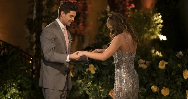 The Bachelorette: Garrett's Hole-in-One Comment to Hannah Is So Cringey Cute
