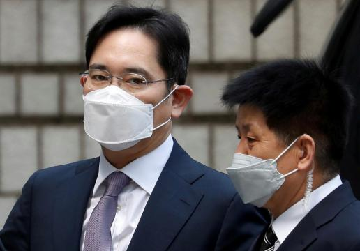 Outside panel to review Samsung heir Lee's case: Seoul prosecutors