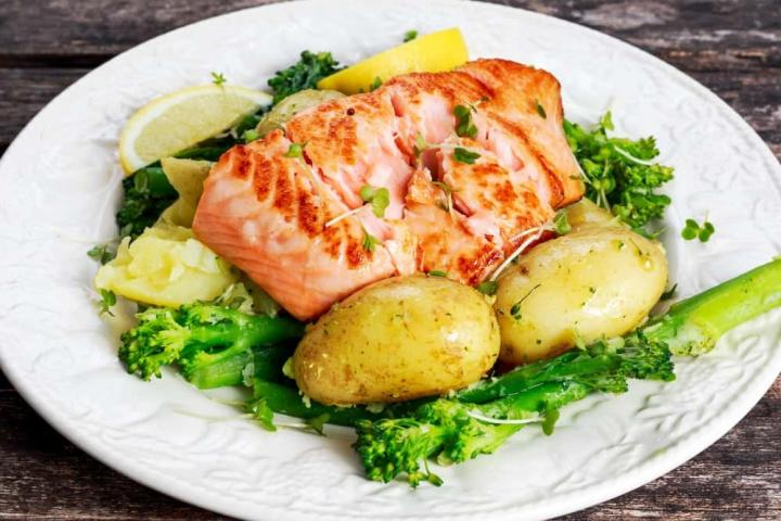 Instant-Pot-4-Minute-Salmon-Broccoli-Potatoes.jpg