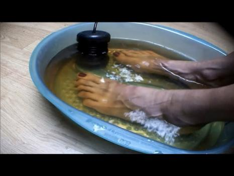 Could Detox Foot Baths Actually Remove Toxins From Your Body