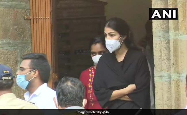 Rights Body Gives Clean Chit To Hospital On Rhea Chakraborty Morgue Visit